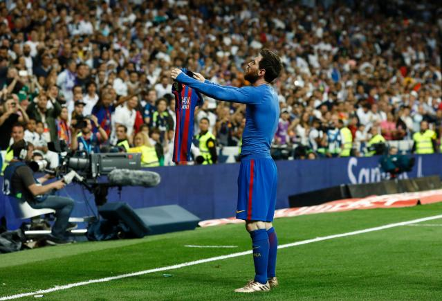 Lionel Messi beat Real Madrid, then held his jersey up to the stunned home crowd. (Getty)