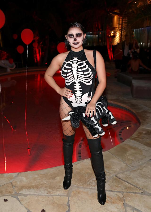 <p>The <i>Modern Family</i> star dressed up as a sexy skeleton … because why not?! Winter's date, boyfriend Levi Meaden, is one lucky guy. (Photo: Getty Images) </p>