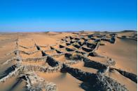 <p>Date palm branch fences create a diamond-shaped texture in the Sahara near Morocco // June 15, 2014</p>