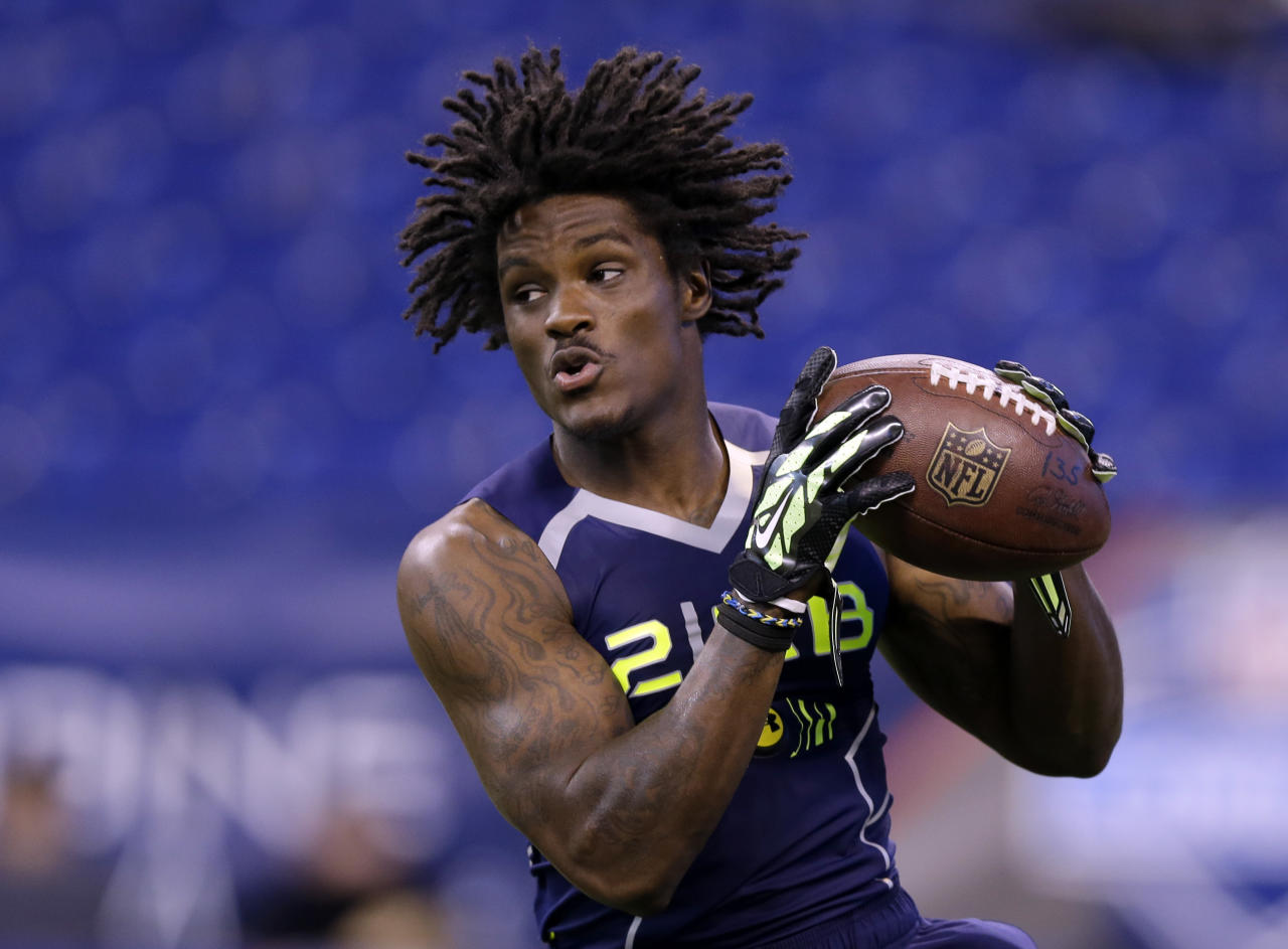 Kent State running back Dri Archer runs a drill at the NFL football scouting combine in Indianapolis, Sunday, Feb. 23, 2014. (AP Photo/Michael Conroy)
