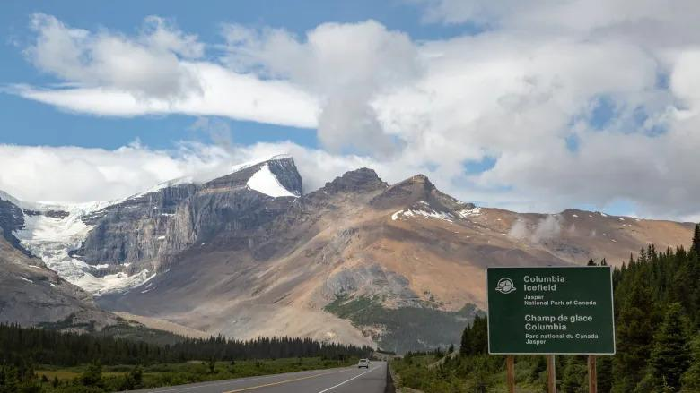 mount-andromeda-parks-canada