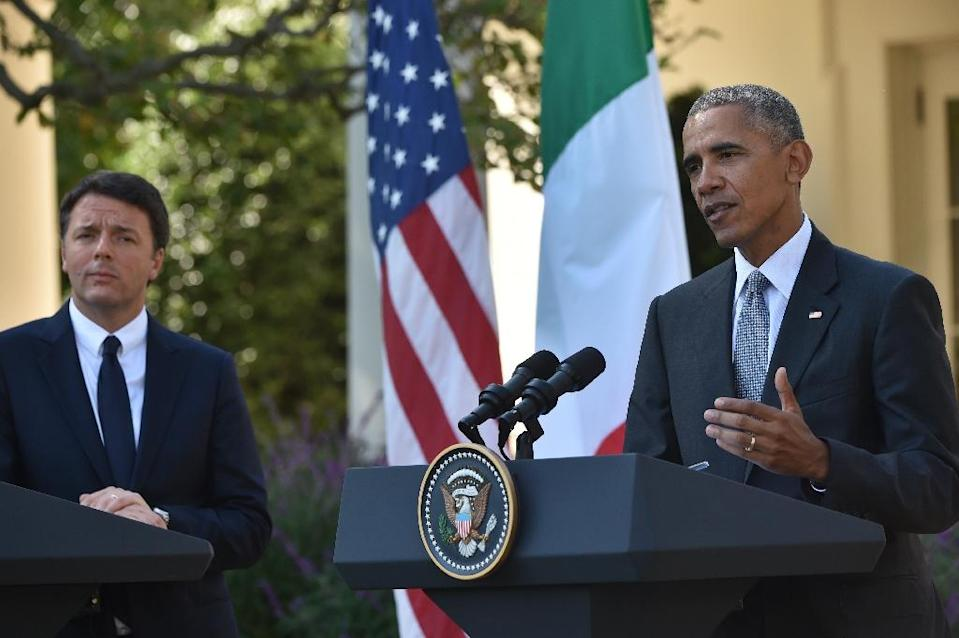 US President Barack Obama (R) and Italian Prime Minister Matteo Renzi conduct a joint press conference at the White House in Washington, DC, October 18, 2016 (AFP Photo/Nicholas Kamm )