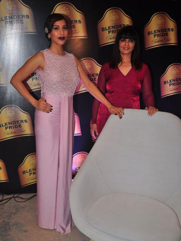 <p><strong>Neeta Lulla</strong>: Neeta Lulla's muse Sophie Choudhry looked gorgeous in a pink sensuous and feminine outfit. Her oxblood lips add sex appeal to her look.</p>