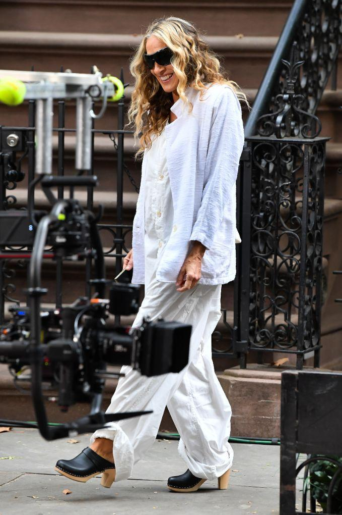 Sarah Jessica Parker gets a helping hand on set of 'And Just Like That' in New York, Sept. 17. - Credit: Robert O' Neil/Splash News