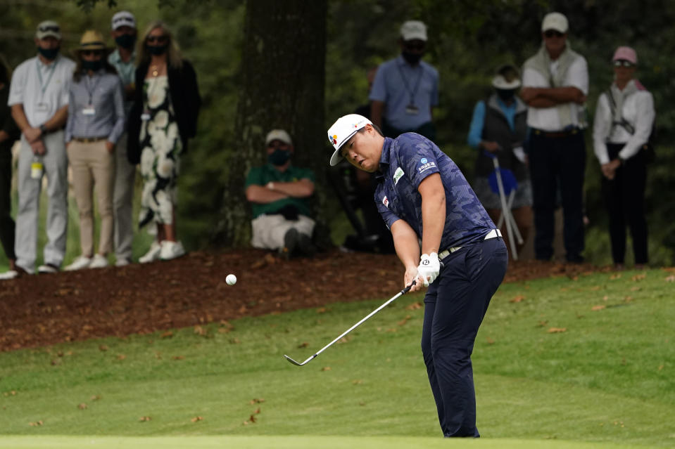 Sungjae Im, of South Korea, chips to the sixth green during the final round of the Masters golf tournament Sunday, Nov. 15, 2020, in Augusta, Ga. (AP Photo/Matt Slocum)