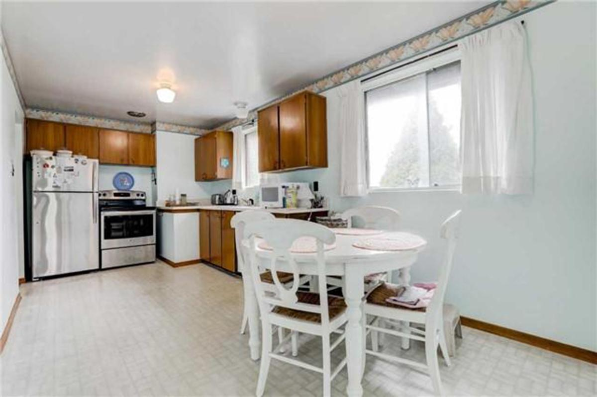 """<p><a rel=""""nofollow"""" href=""""https://www.zoocasa.com/toronto-on-real-estate/5293295-137-mcnicoll-ave-toronto-on-m2h2b7-c4128487"""">137 McNicoll Ave., Toronto, Ont.</a><br /> The large eat-in kitchen includes the fridge, stove, and dishwasher.<br /> (Photo: Zoocasa) </p>"""