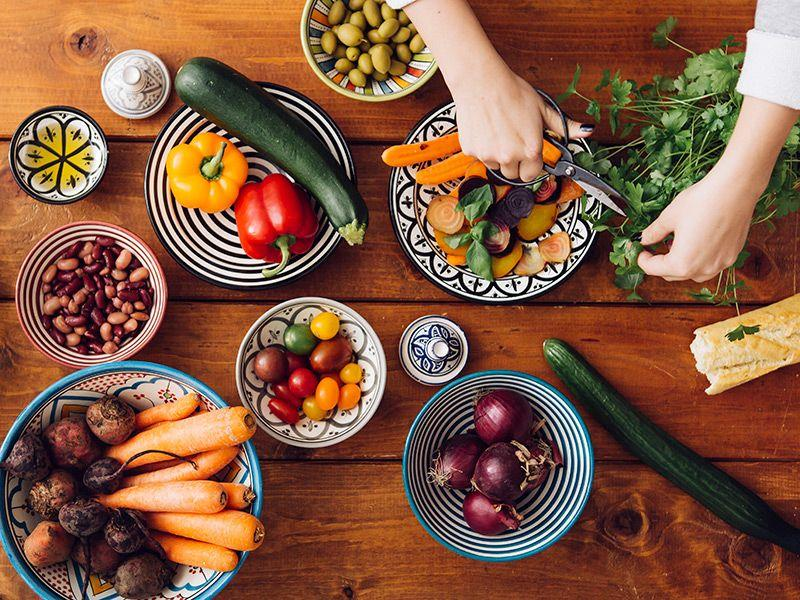 8 Foods Cardiologists Want You to Eat and 5 You Should Avoid