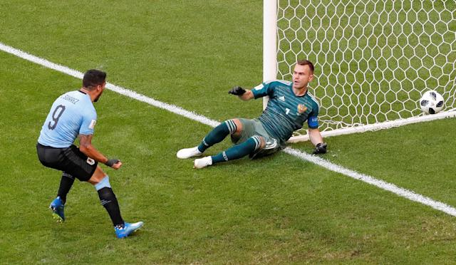 Soccer Football - World Cup - Group A - Uruguay vs Russia - Samara Arena, Samara, Russia - June 25, 2018 Russia's Igor Akinfeev concedes Uruguay's second goal scored by Diego Laxalt while Luis Suarez celebrates REUTERS/David Gray