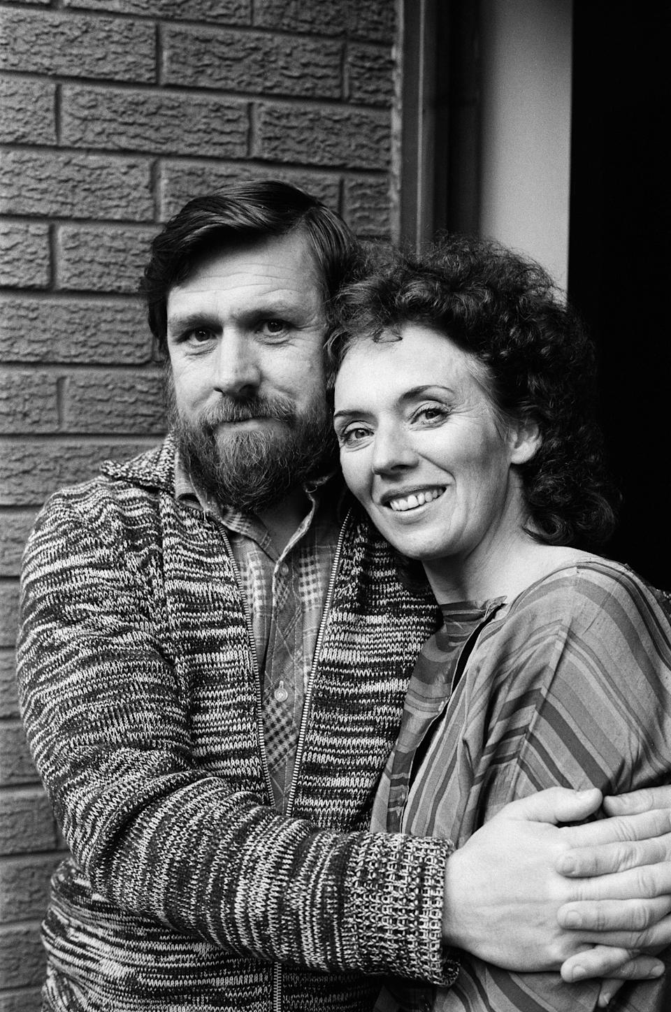 The cast of Brookside, Ricky Tomlinson who played Robert Grant and Sue Johnston who played Sheila Grant. 6th October 1982. (Photo by Staff/Mirrorpix/Getty Images)