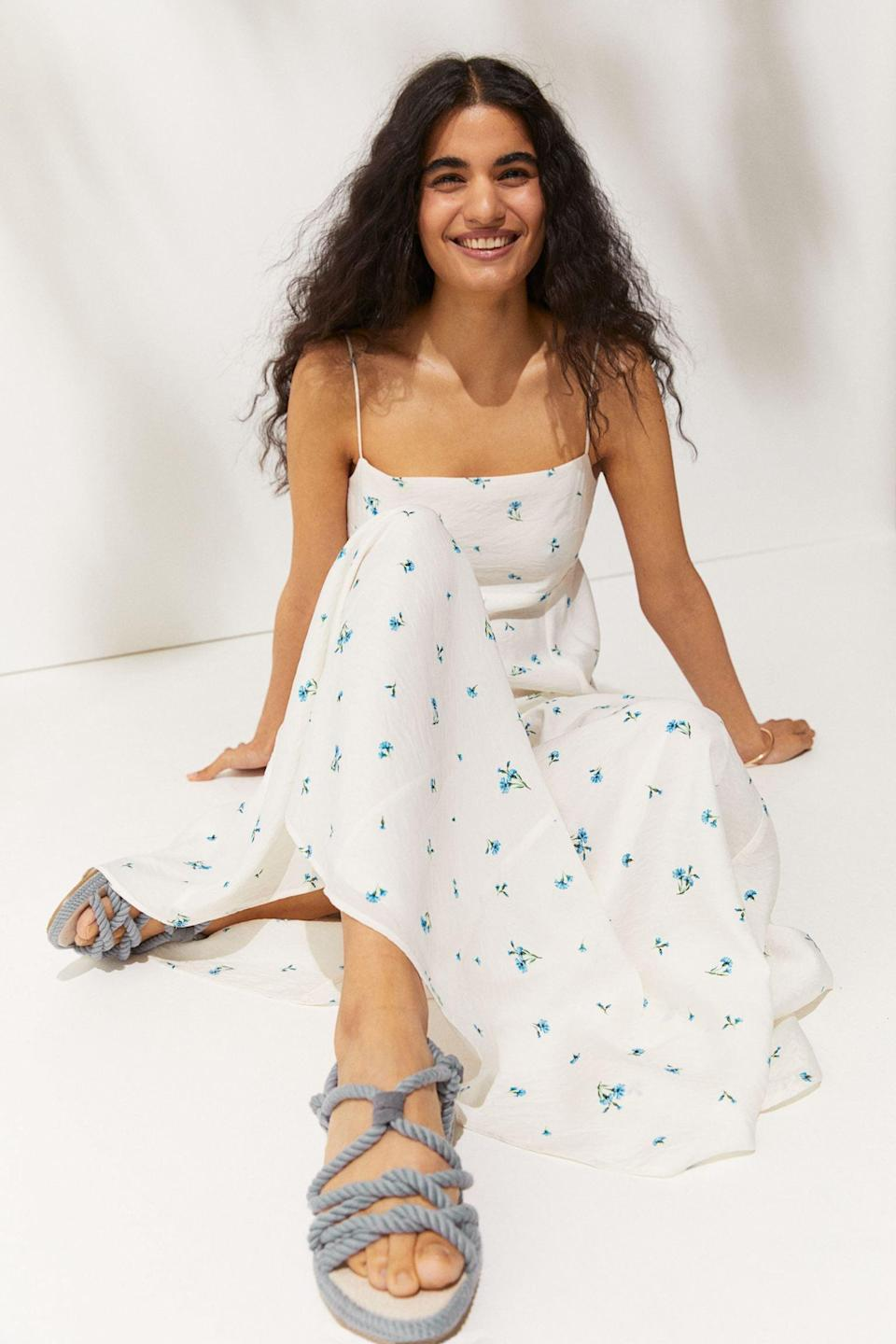 <p>This <span>H&amp;M Voluminous Maxi Dress</span> ($35) is waiting to be worn to the next rooftop party or park picnic. The flared skirt gives it an airy silhouette, while the print makes it summery and fun.</p>