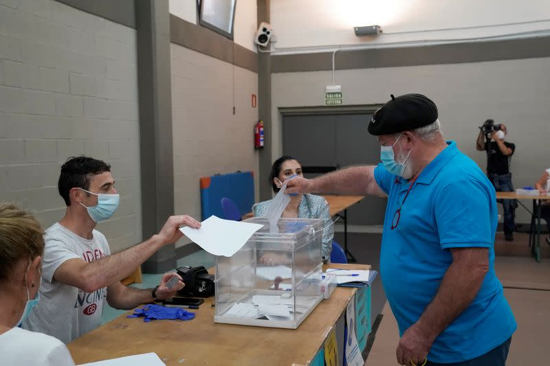 With masks and gel, Spaniards vote amid new outbreaks of coronavirus