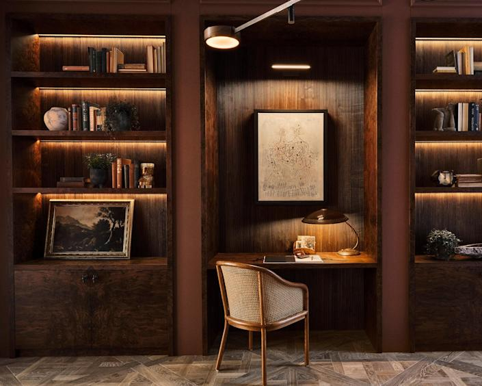 The library was designed to function as a makeshift home office, which is why Mapelli Mozzi added a desk and cane chair.