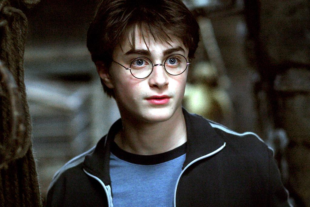 """MOVIE: """"<a href=""""http://movies.yahoo.com/movie/1808404334/info"""">Harry Potter and the Prisoner of Azkaban</a>"""" (2004)  AGE: 14"""