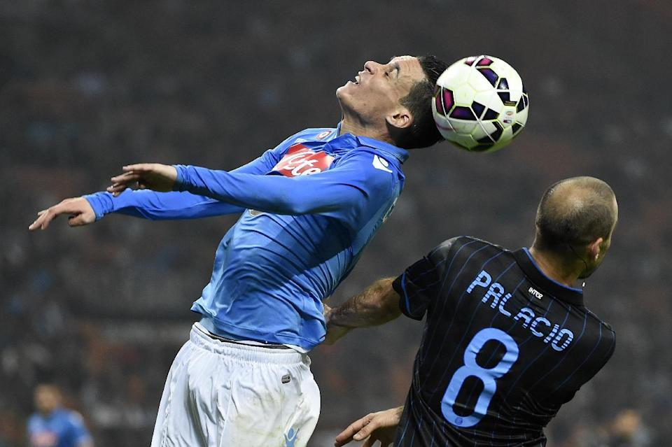 Napoli's Juan Miguel Callejon (L) fights for the ball with Inter Milan's Rodrigo Palacio during their Italian Serie A match, at the San Siro Stadium stadium in Milan, on October 19, 2014 (AFP Photo/Olivier Morin)