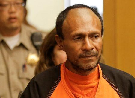 FILE PHOTO: Jose Ines Garcia Zarate, arrested in connection with the July 1, 2015 shooting of Kate Steinle on a pier in San Francisco is led into the Hall of Justice for his arraignment in San Francisco, California, U.S. on July 7, 2015. REUTERS/Michael Macor/Pool/File Photo