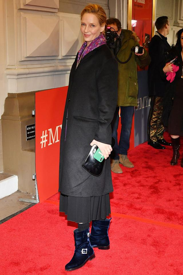 <p><strong>13 December </strong>Uma Thurman finished her outfit with a pair of blue velvet boots. <strong></strong></p>