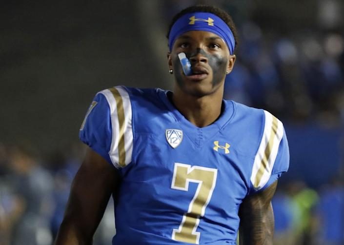 """UCLA quarterback Dorian Thompson-Robinson is one of 30 players to sign a document demanding certain COVID-19 safety measures. <span class=""""copyright"""">(Luis Sinco / Los Angeles Times)</span>"""