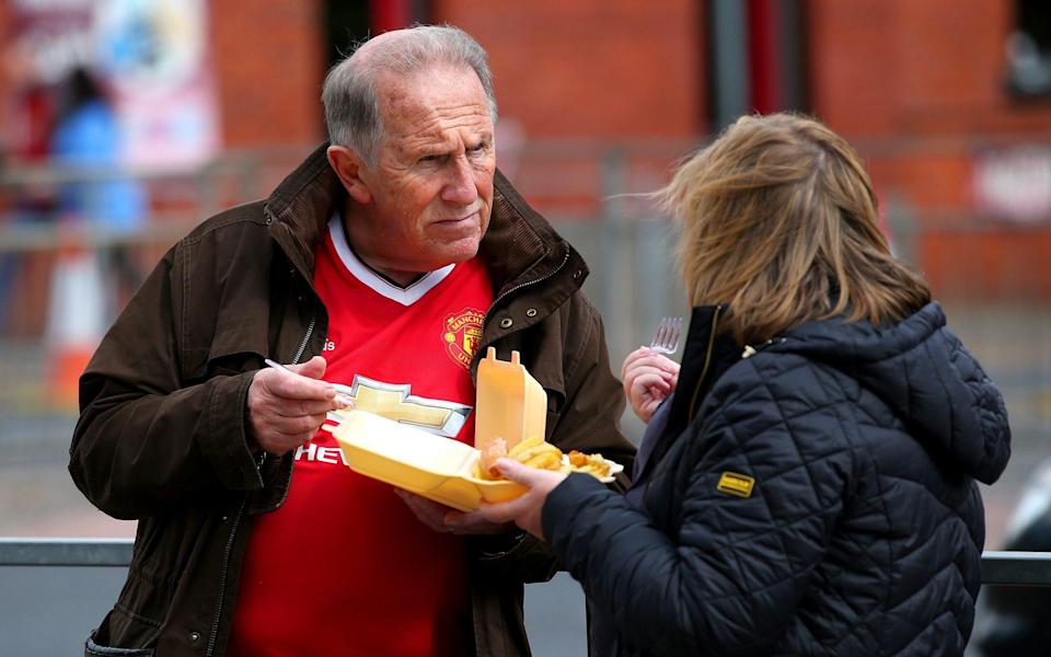 United fans eat chips - Getty Images