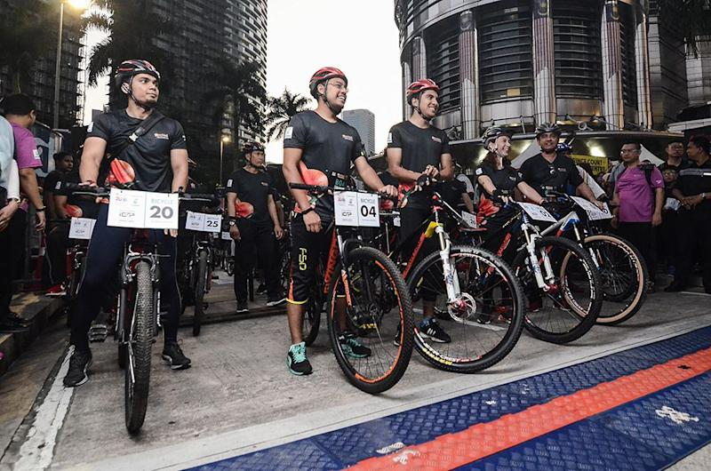 Youth and Sports Minister Syed Saddiq Syed Abdul Rahman (third left) joins the 5km Fun Ride during annual Orchid Run and Ride 2018 at KLCC September 23, 2018. ― Picture by Miera Zulyana