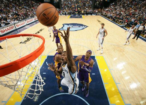 MEMPHIS, TN - NOVEMBER 23: Tony Allen #9 of the Memphis Grizzlies shoots a layup against Kobe Bryant #24 and Dwight Howard #12 of the Los Angeles Lakers on November 23, 2012 at FedExForum in Memphis, Tennessee. (Photo by Joe Murphy/NBAE via Getty Images)