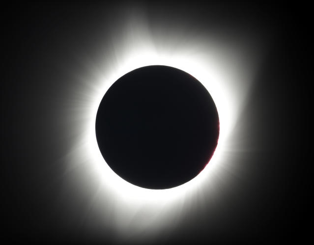 <p>The moon covers the sun during a total eclipse near Redmond, Ore. (Photo: Ted S. Warren/AP) </p>