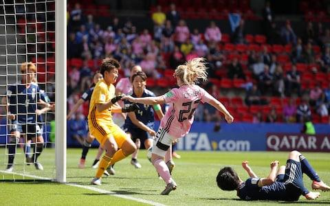 Erin Cuthbert hits the post - Credit: GETTY IMAGES