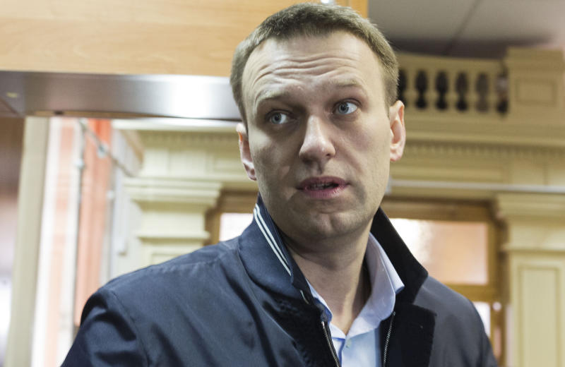 CORRECTS DATE - Russian opposition leader Alexei Navalny enters a courtroom to attend a trial in Kirov, Russia, Wednesday, April 24, 2013. The trial has resumed in the case against the Russian opposition leader who led protests against President Vladimir Putin and exposed alleged corruption in his government. Navalny is accused of heading an organized criminal group that embezzled 16 million rubles ($500,000) worth of timber from a state-owned company. (AP Photo/Yevgeny Feldmany)