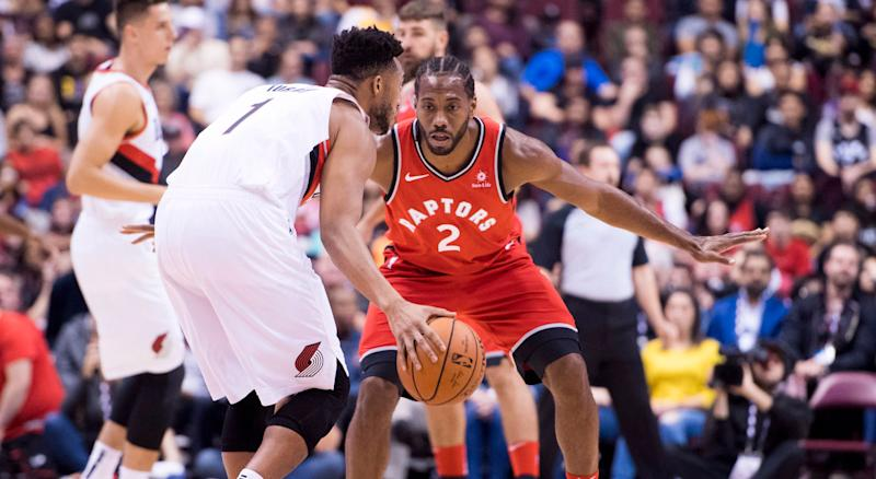 2f8384b52 Kawhi Leonard impresses fans in first game with Raptors