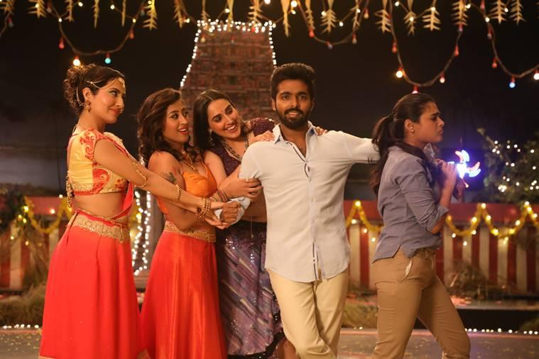 100% Kaadhal movie review