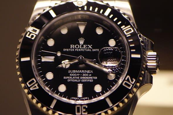 Woman snatches tourist's Rolex and hides it in her vagina
