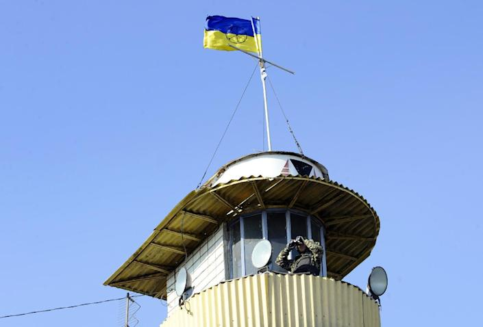 A serviceman of the pro-Ukrainian St. Maria battalion observes from a control tower at their base near the Ukrainian city of Mariupol on October 6, 2014 (AFP Photo/Alexander Khudoteply)