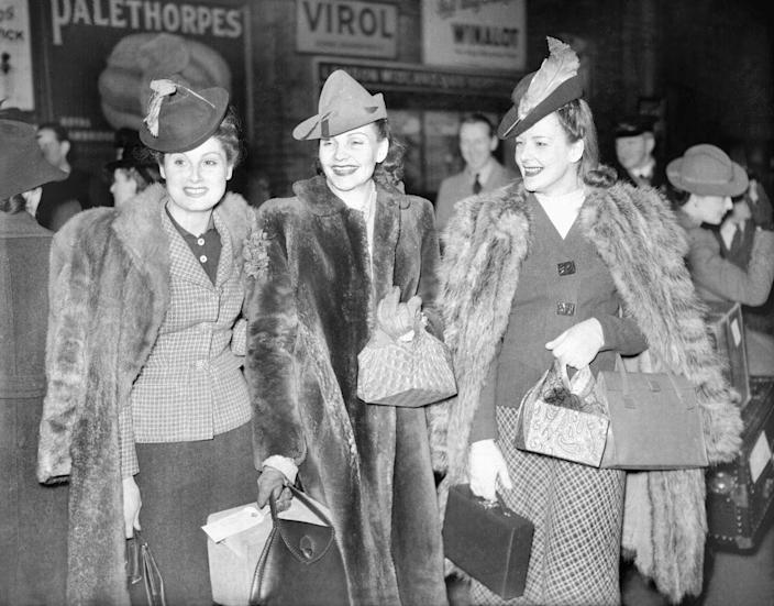 <p>Fur rules once again, pictured here with coordinated accessories: a box bag and an elegant pointed hat. </p>