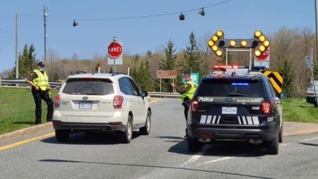 Sûreté du Québec officers staff a checkpoint near Chelsea, Que., in late April. Random checkpoints will continue when all of the Outaouais is a red zone.