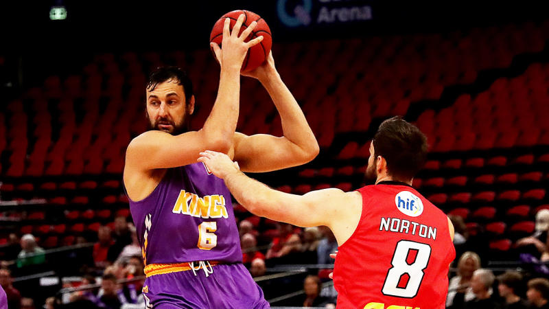 Andrew Bogut holds the ball high and controls it against the Perth Wildcats.