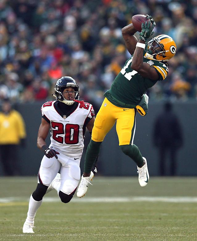 <p>Davante Adams #17 of the Green Bay Packers catches a pass in front of Isaiah Oliver #20 of the Atlanta Falcons during the first half of a game at Lambeau Field on December 09, 2018 in Green Bay, Wisconsin. (Photo by Dylan Buell/Getty Images) </p>