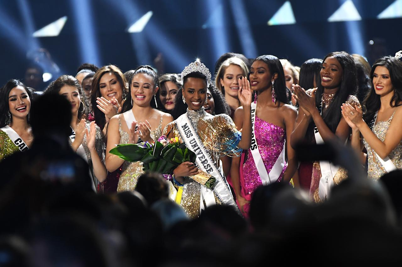 ATLANTA, GEORGIA - DECEMBER 08: (EDITORIAL USE ONLY) Miss Universe 2019 Zozibini Tunzi, of South Africa, is crowned onstage at the 2019 Miss Universe Pageant at Tyler Perry Studios on December 08, 2019 in Atlanta, Georgia. (Photo by Paras Griffin/Getty Images)