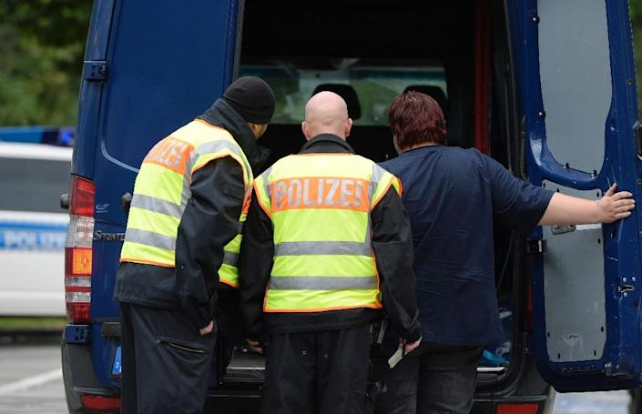 German police officers inspect a van at the border with Austria, near the village of Passau, southern Germany, on September 14, 2015 (AFP Photo/Christophe Stache)