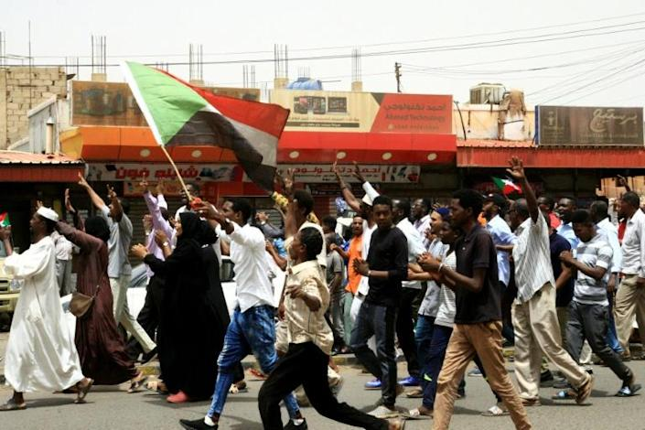 """Sudanese protesters chant """"Civilian rule"""" during a mass demonstration against Sudan's ruling generals in the northern Khartoum district of Bahri (AFP Photo/Ebrahim Hamid)"""