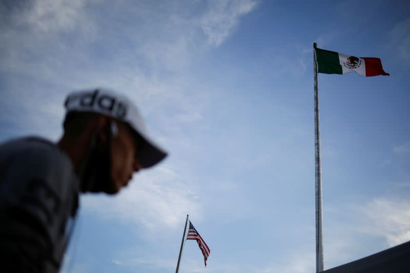 Most Mexicans say country should be closer to U.S. - poll
