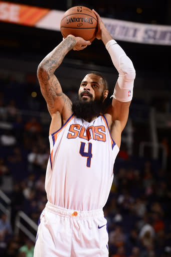 0f5acef41 LA Lakers sign C Tyson Chandler after buyout from Suns