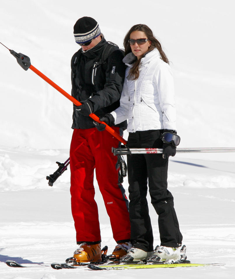 <p>Prince William and his then girlfriend Kate Middleton donned block colours for their ski trip in 2008. [Photo: Getty] </p>