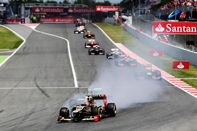 BARCELONA, SPAIN - MAY 13: Romain Grosjean of France and Lotus locks up as he heads a train of cars into turn one during the Spanish Formula One Grand Prix at the Circuit de Catalunya on May 13, 2012 in Barcelona, Spain. (Photo by Mark Thompson/Getty Images)