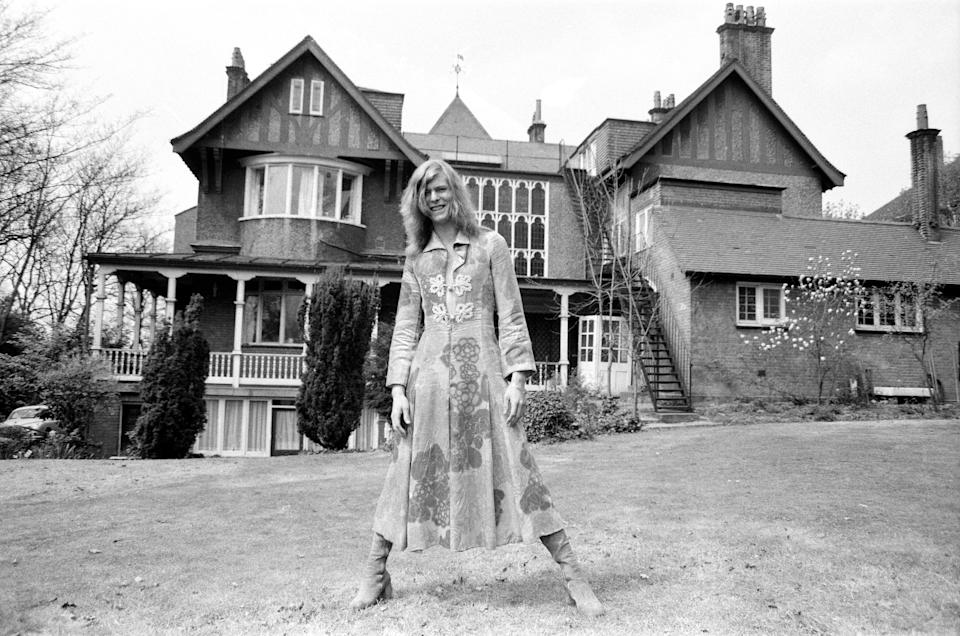 David Bowie at his home, Haddon Hall, at Beckenham, Kent, 20th April 1971. (Photo by Daily Mirror/Mirrorpix/Mirrorpix via Getty Images)