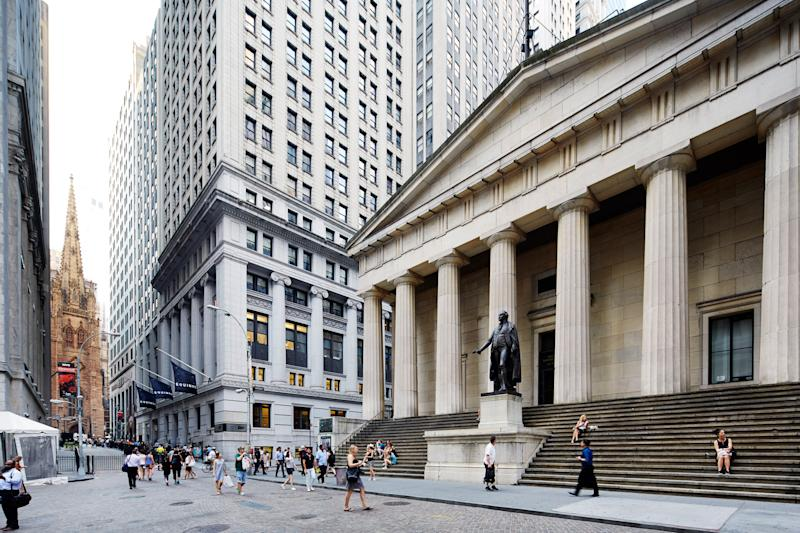 Vola Wall Street. Sussulti in Europa
