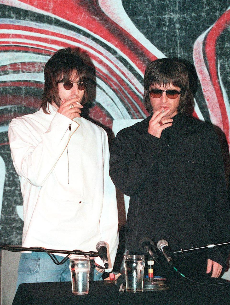 <p>Liam and Noel at a press conference in the Water Rats pub in London on August 25, 1999.</p>