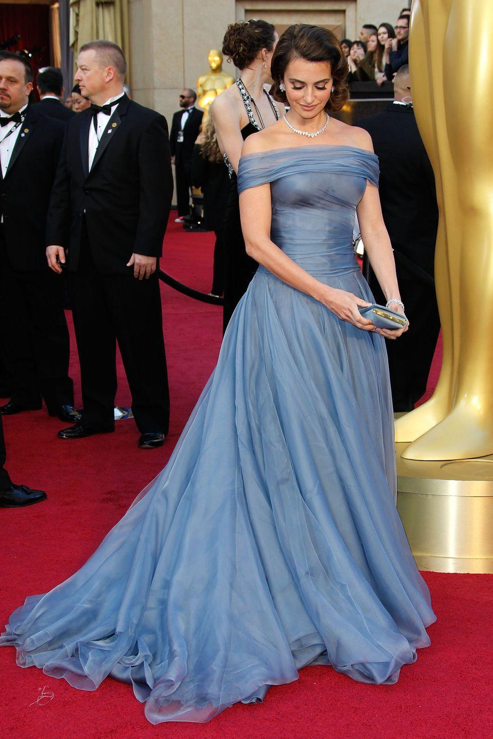 <p>While it may not have been intentional, the dusty-blue Armani Privé gown that Penelope Cruz wore to the 2012 Academy Awards made her look just like Princess Aurora.</p>
