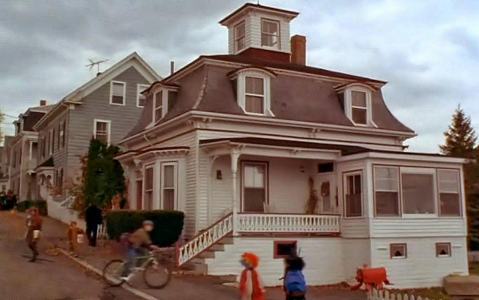 """<p>Behold: the infamous spot where Max and Allison re-awakened the Sanderson Sisters! You won't find any witch explosions bursting out of the top floor today, but you can see the private home up close and personal at 4 Ocean Avenue in Salem. According to <a href=""""https://www.realtor.com/realestateandhomes-detail/4-Ocean-Ave_Salem_MA_01970_M45314-53970"""" rel=""""nofollow noopener"""" target=""""_blank"""" data-ylk=""""slk:Realtor.com"""" class=""""link rapid-noclick-resp"""">Realtor.com</a>, the three-bedroom, 1,305-square-foot residence dates back to 1870 and could set potential buyers back an estimated $624,700. </p><p>If that's out of your budget, you can always just walk on by and admire the <a href=""""https://www.countryliving.com/diy-crafts/g1370/outdoor-halloween-decorations/"""" rel=""""nofollow noopener"""" target=""""_blank"""" data-ylk=""""slk:exterior"""" class=""""link rapid-noclick-resp"""">exterior</a>.</p><p><a class=""""link rapid-noclick-resp"""" href=""""https://go.redirectingat.com?id=74968X1596630&url=https%3A%2F%2Fwww.tripadvisor.com%2FAttractions-g60954-Activities-Salem_Massachusetts.html&sref=https%3A%2F%2Fwww.countryliving.com%2Flife%2Fg28484825%2Fwhere-was-hocus-pocus-filmed%2F"""" rel=""""nofollow noopener"""" target=""""_blank"""" data-ylk=""""slk:PLAN YOUR VISIT"""">PLAN YOUR VISIT</a></p>"""