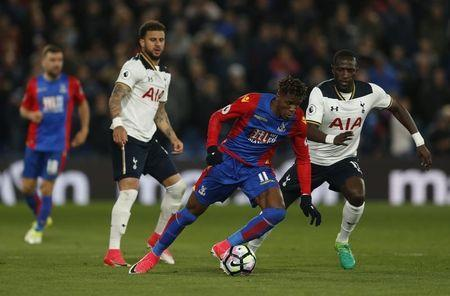 Britain Soccer Football - Crystal Palace v Tottenham Hotspur - Premier League - Selhurst Park - 26/4/17 Crystal Palace's Wilfried Zaha in action with Tottenham's Moussa Sissoko and Kyle Walker Action Images via Reuters / Matthew Childs Livepic
