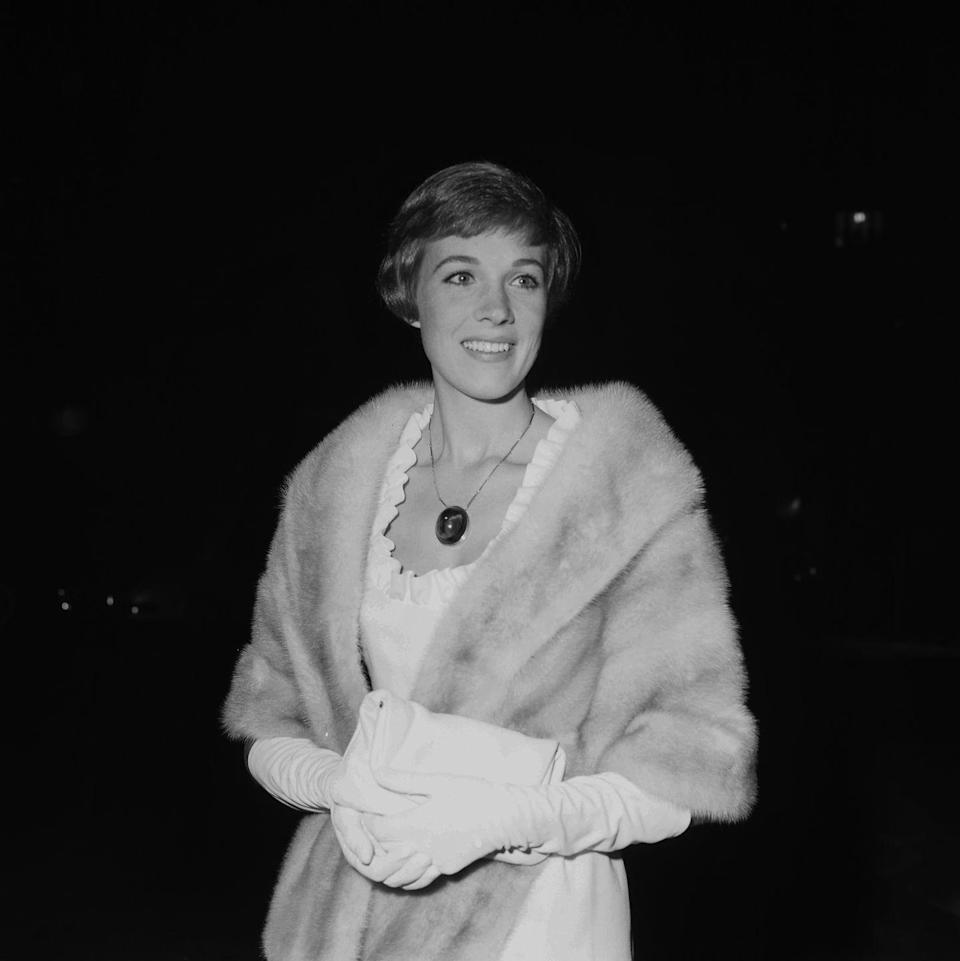 <p><em>The Sound of Music</em> actress, Julie Andrews, strikes a pose a Los Angeles premiere in 1962.</p>