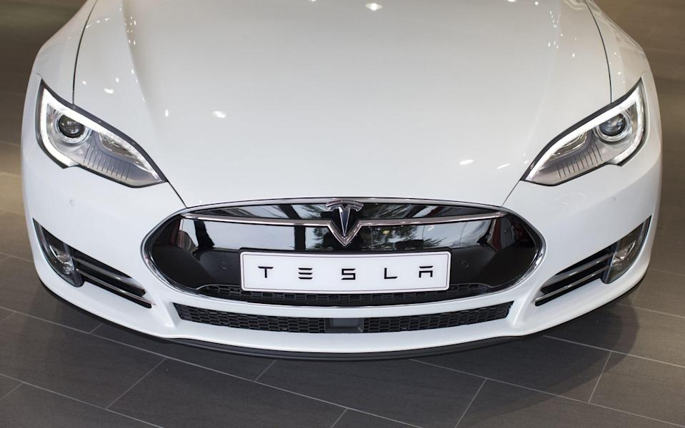 A Tesla Model S electric automobile stands on display - Jasper Juinen /FRANCE TESLA